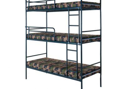 3 projectbedden als 3 hoog opstelling met matrassen met legertijk (a € 59,- per matras), ladders  en uitvalrekken (a €27,50 per stuk)